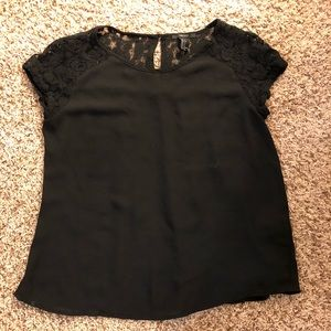 FOREVER 21 top with lace